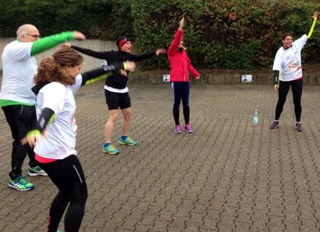 Gruppengymnastik im Freien mit Firmenfitness Stuttgart und Betriebliche Gesundheitsförderung (BGF)